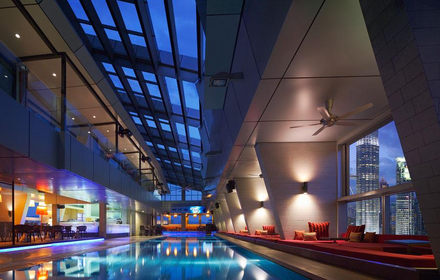 sky-bar-traders-hotel