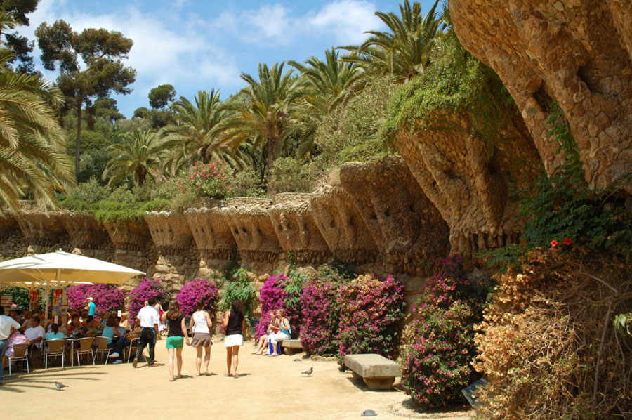 park-guell-is-a-must-destination-in-barcelona_guell_travel_hottrip-net-3-1000x664